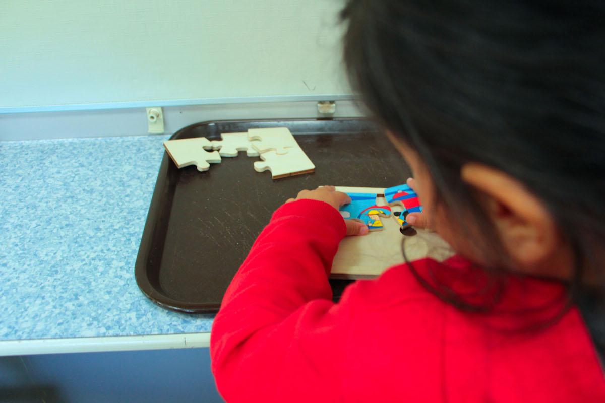Différentes tailles de puzzle en fonction de la rapidité des enfants à les finir.