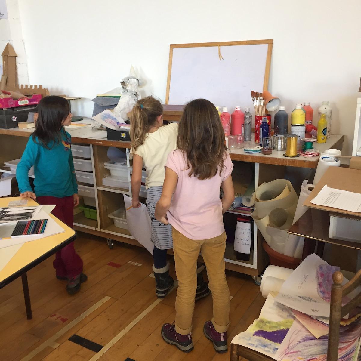 Les élèves de l'école Pleine Nature peuvent aussi s'exercer à la peinture