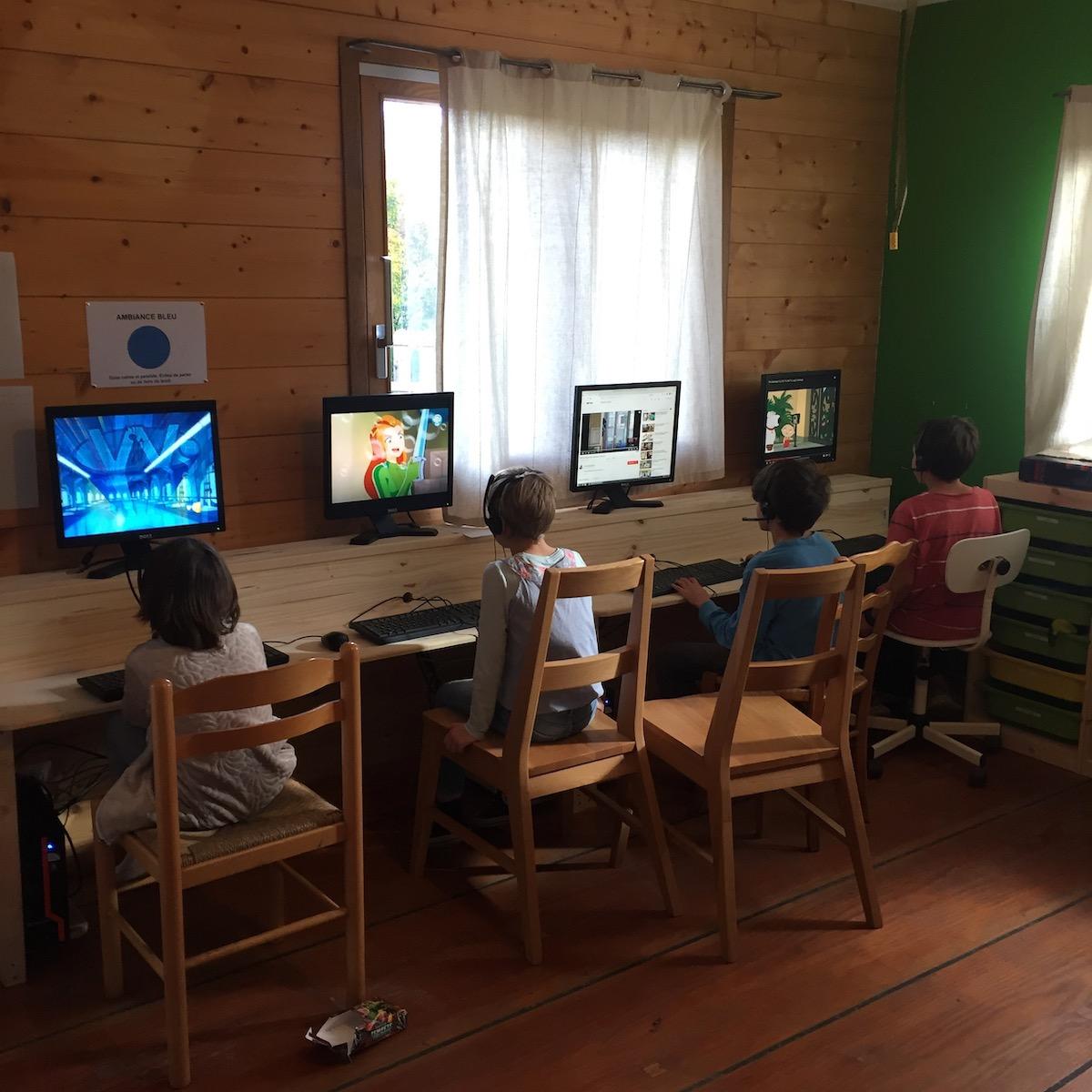 Le temps sur les ordinateurs est réglementé pour chacun des enfants